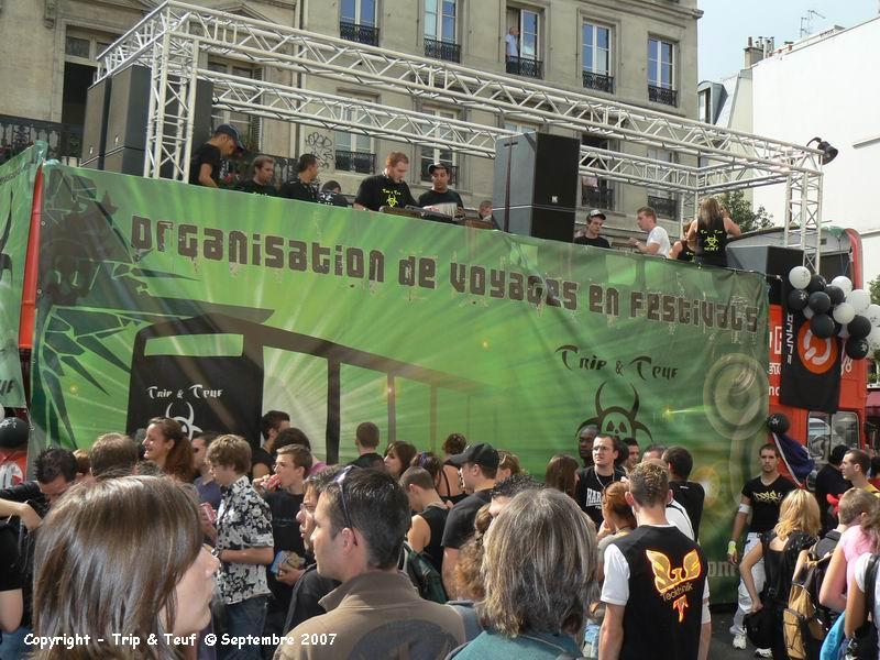 [ Technoparade 2008 - 20 Septembre 2008 - avec un char Trip & Teuf ] - Page 4 Technoparade_TnT_236